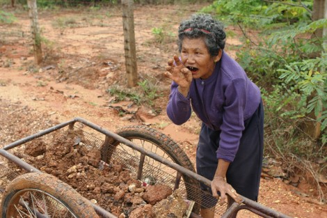 Thai woman with cart